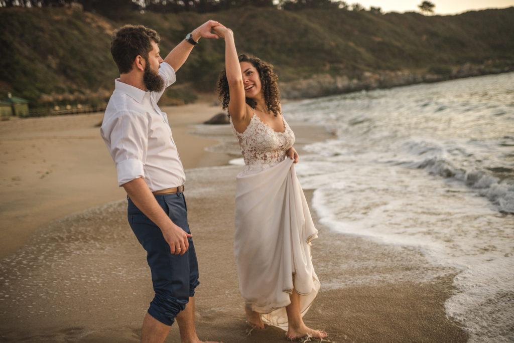 Diego Mena Fotografía documental de Matrimonios. Trash The Dress. Playa el Canelo. Valparaiso