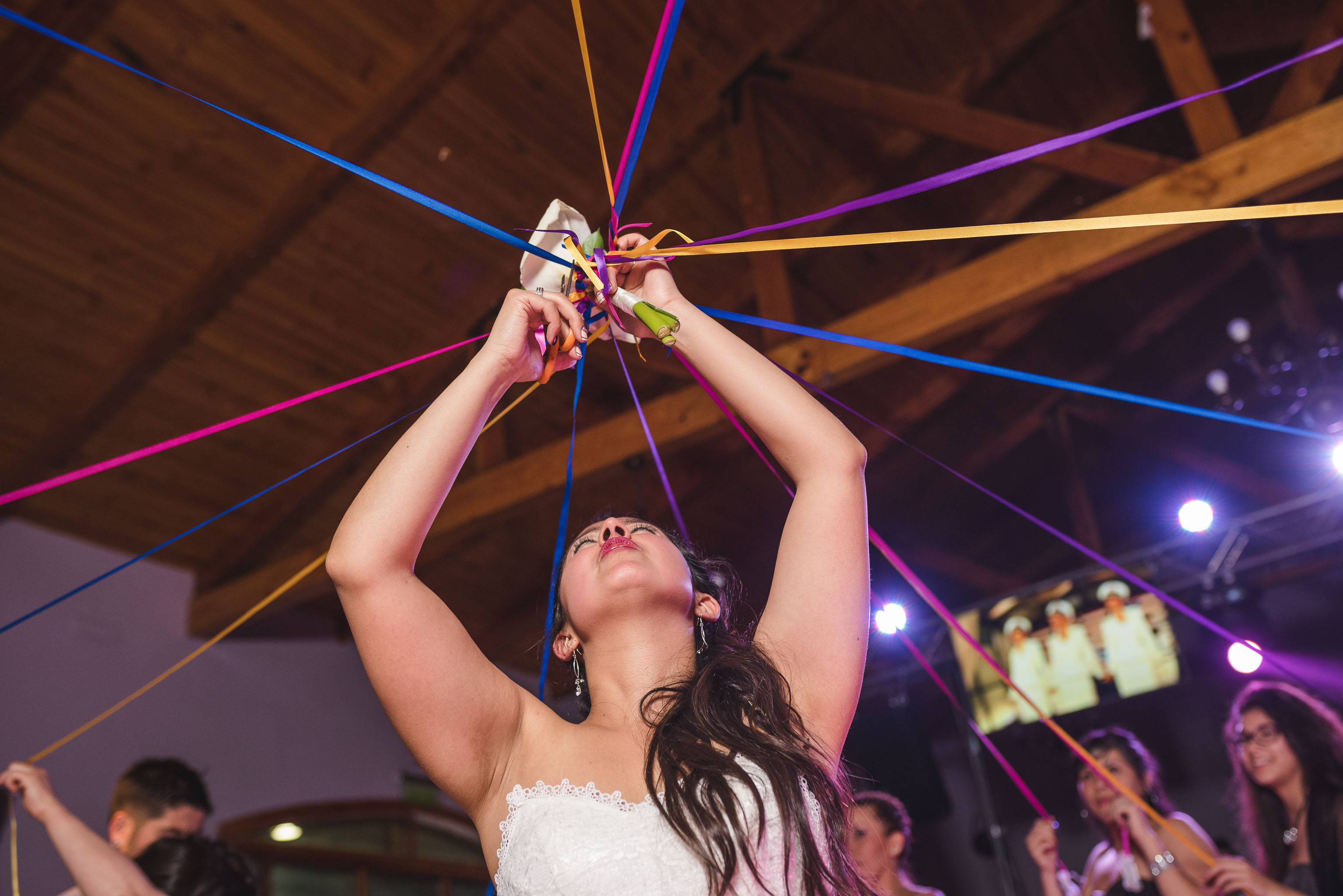 Matrimonio-centro de eventos-oliveto-santiago-fotógrafo de matrimonios-fiesta-ramo novia