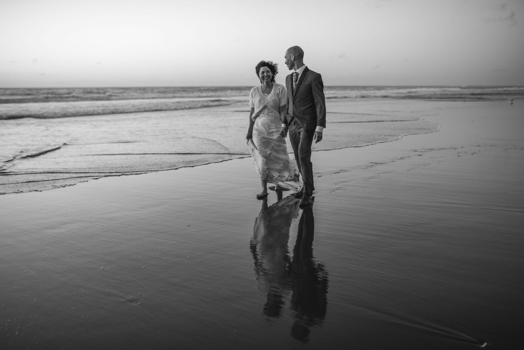 sesión-playa-trash the dress-pichilemu-fotografo-matrimonio-diego mena fotografia