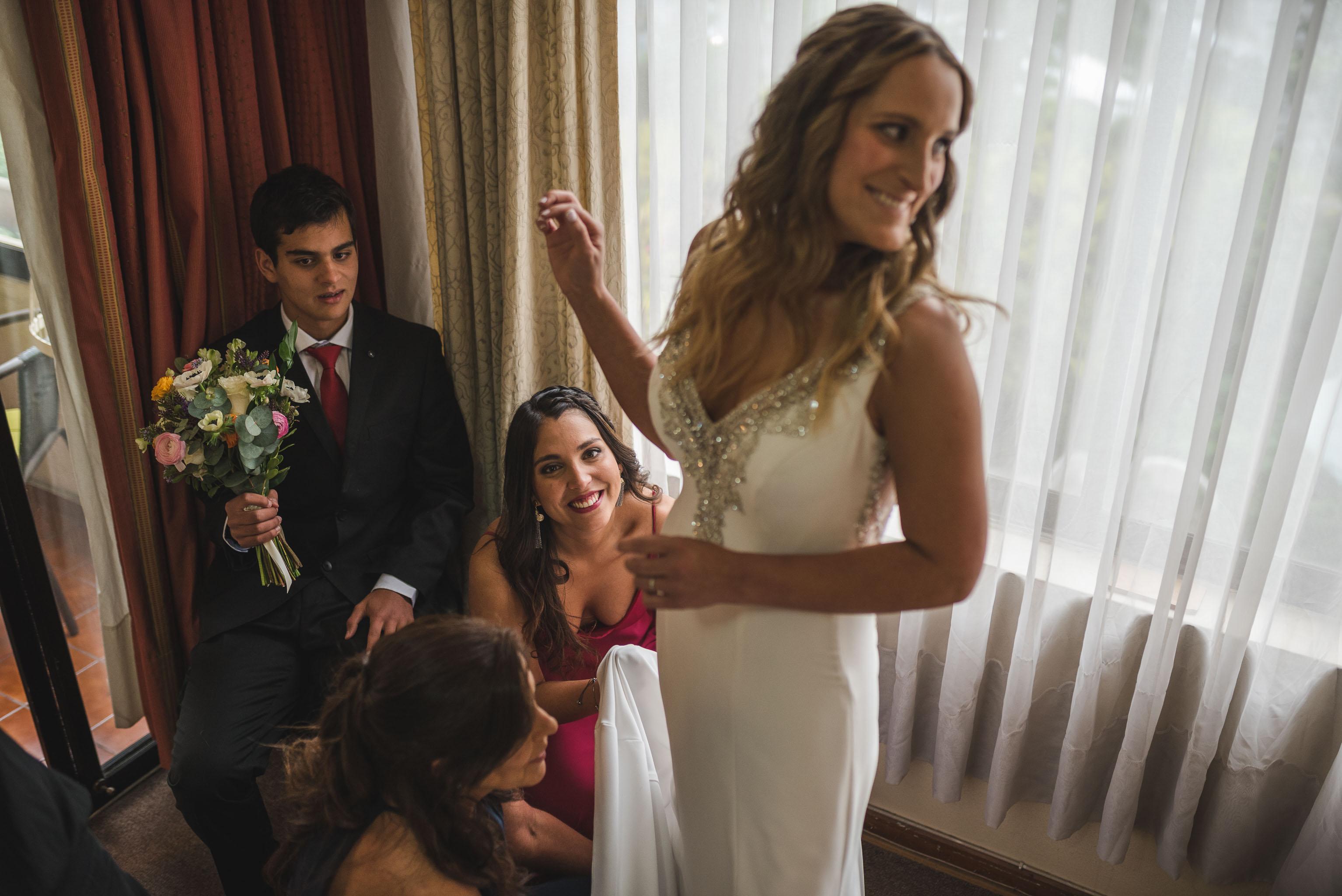 fotografo de matrimonios santiago- fotografo documental de matrimonios-club hipico-preparativos novia