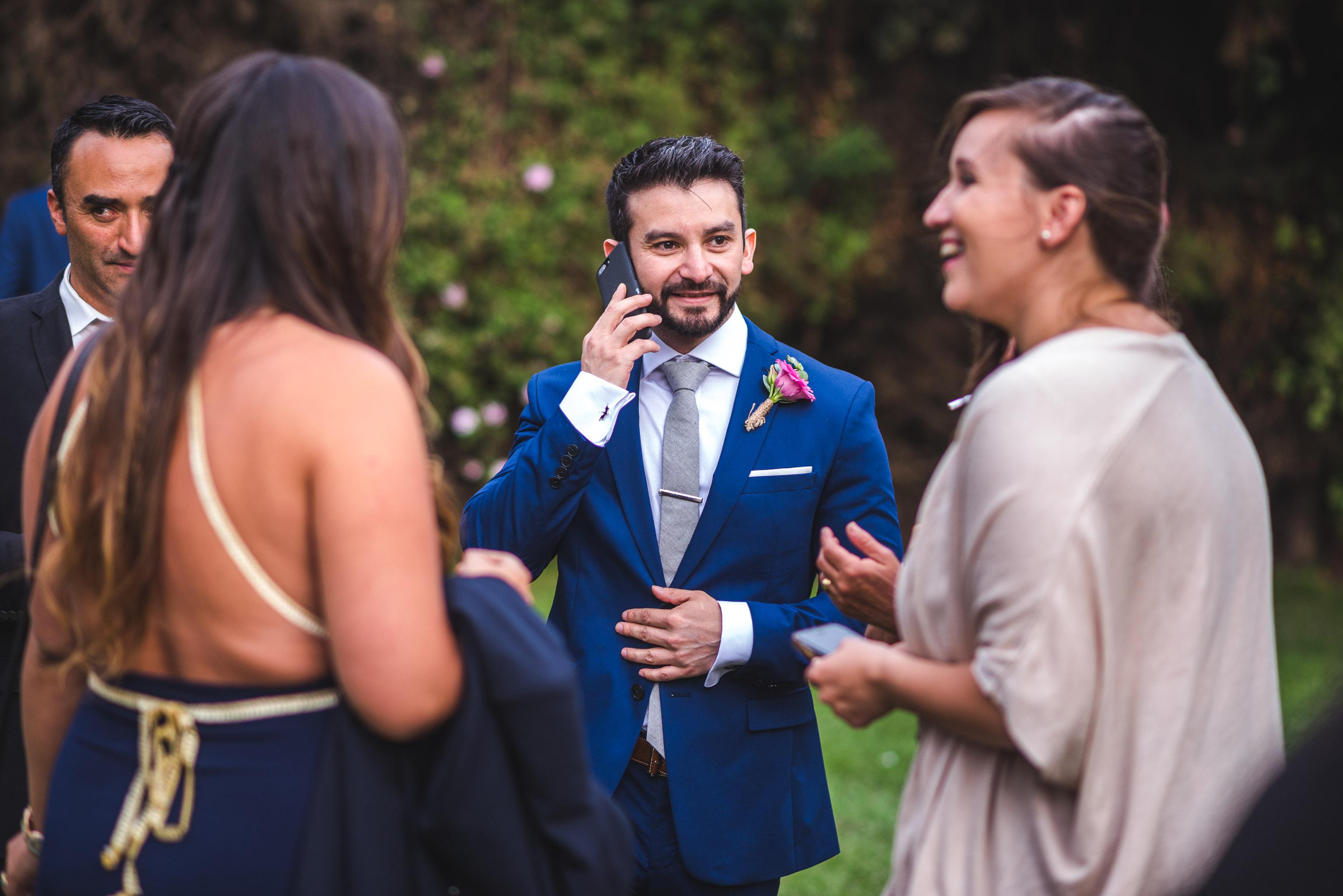 fotografo documental de matrimonios-fotografo matrimonio santiago-traje de novio