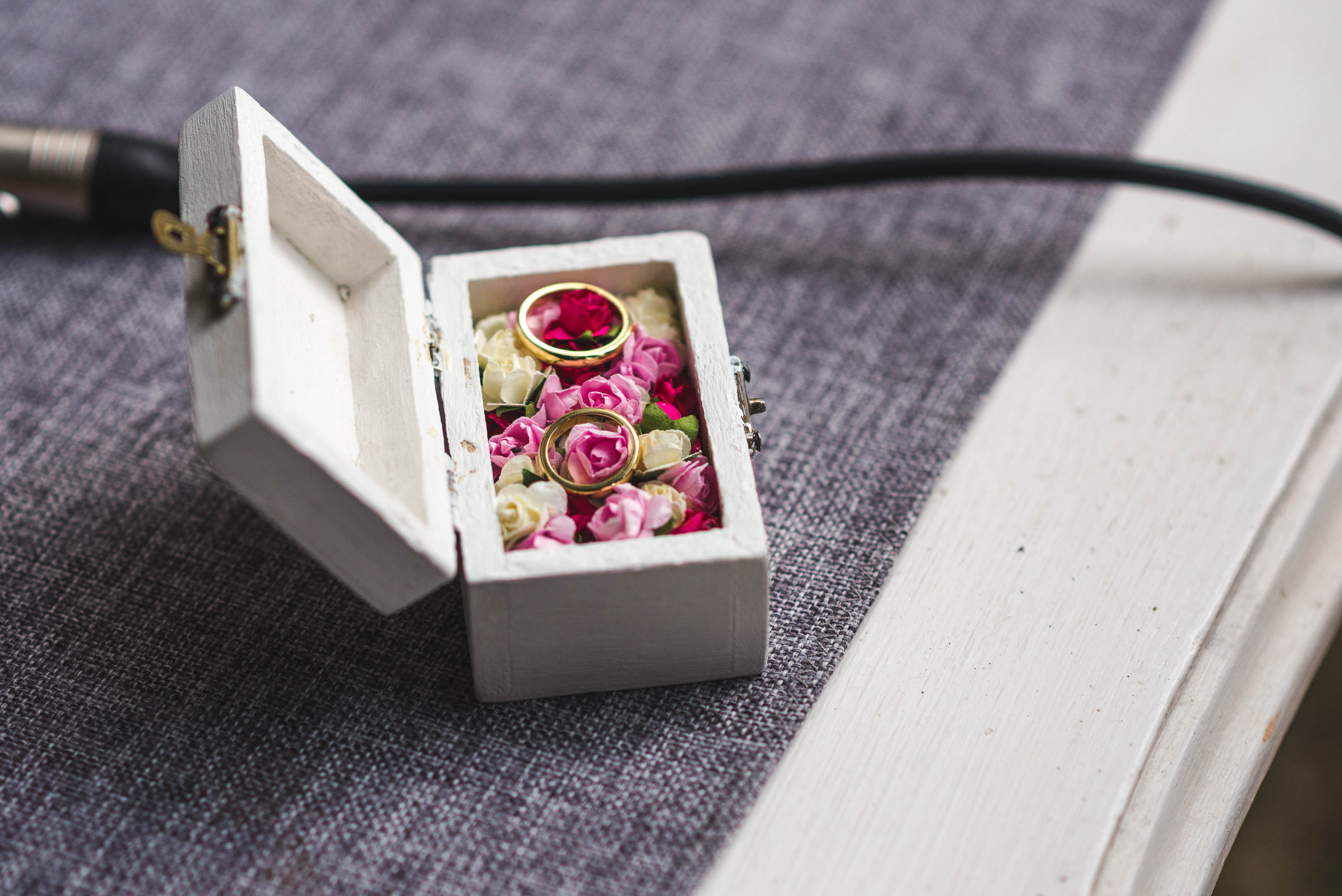 fotografo documental de matrimonios-fotografo matrimonio santiago-ceremonia-anillos de novios